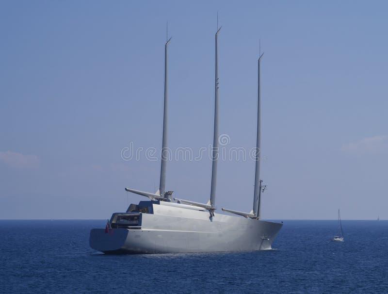KORFU GREKLAND - september 24, 2018: Att segla yacht A är som lanseras i 2015 Yachten för seglingen för världs` s namngav den stö fotografering för bildbyråer