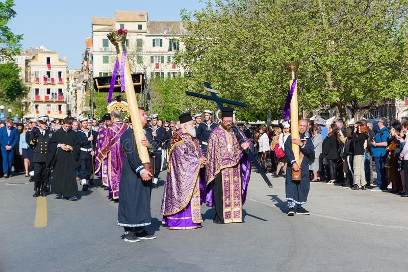 KORFU, GRIECHENLAND - 7. APRIL 2018: Epitaph und Litanei von St. Spyridon mit der Begleitung von philharmonics an Ostersamstag lizenzfreie stockbilder