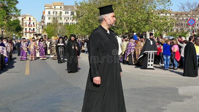 KORFU, GRIECHENLAND - 7. APRIL 2018: Prozession mit den Relikten des Schutzpatrons von Korfu, Heiliges Spyridon Litanei von St. S lizenzfreie stockfotos