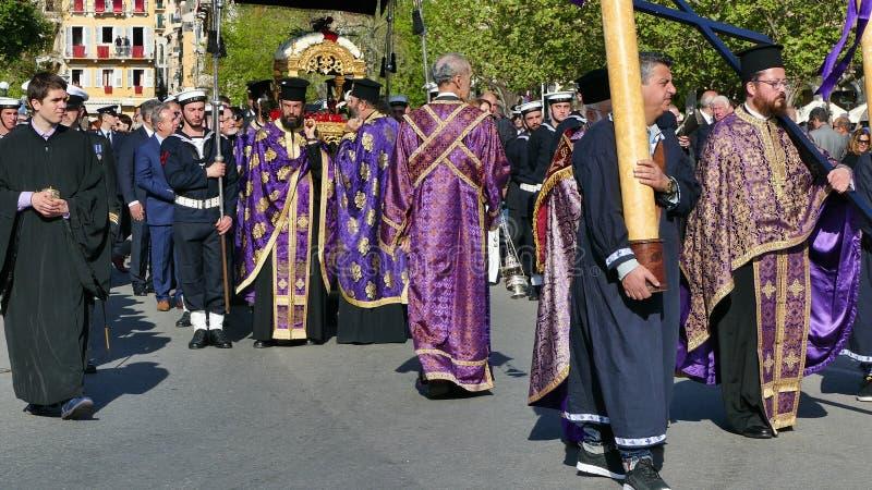 KORFU, GRIECHENLAND - 7. APRIL 2018: Prozession mit den Relikten des Schutzpatrons von Korfu, Heiliges Spyridon Litanei von St. S lizenzfreies stockbild
