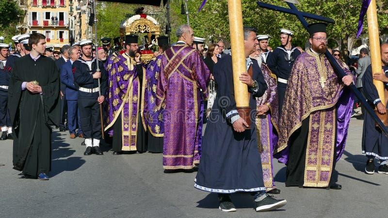KORFU, GRIECHENLAND - 7. APRIL 2018: Prozession mit den Relikten des Schutzpatrons von Korfu, Heiliges Spyridon Litanei von St. S lizenzfreie stockbilder