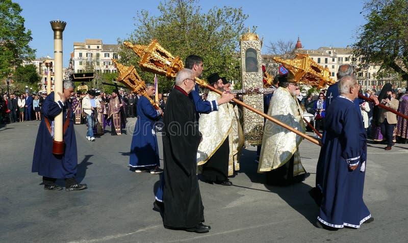 KORFU, GRIECHENLAND - 7. APRIL 2018: Prozession mit den Relikten des Schutzpatrons von Korfu, Heiliges Spyridon Litanei von St. S stockfotografie