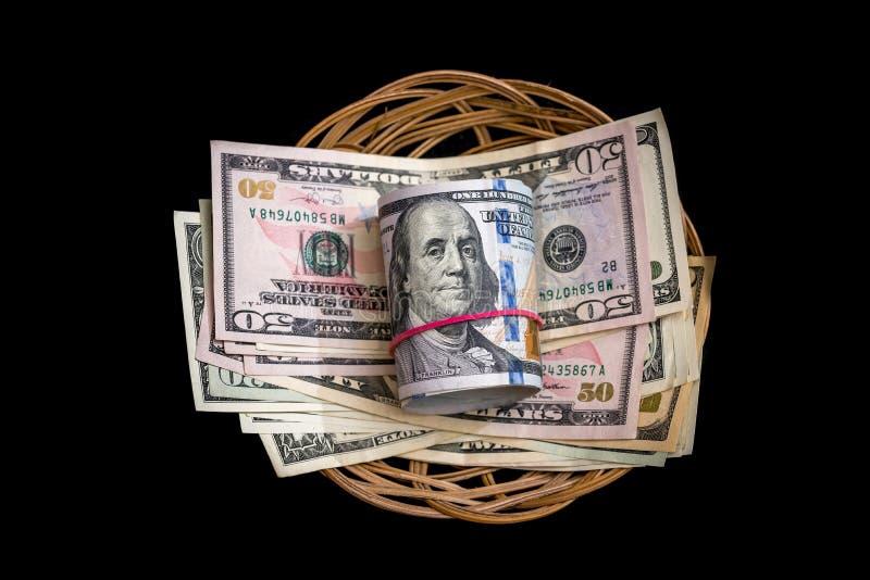 Korg med den isolerade dollaren arkivbild