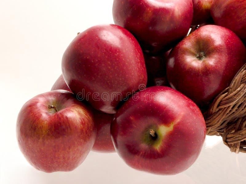 Download Korgmat för 4 äpple arkivfoto. Bild av läckert, packe, rött - 37290