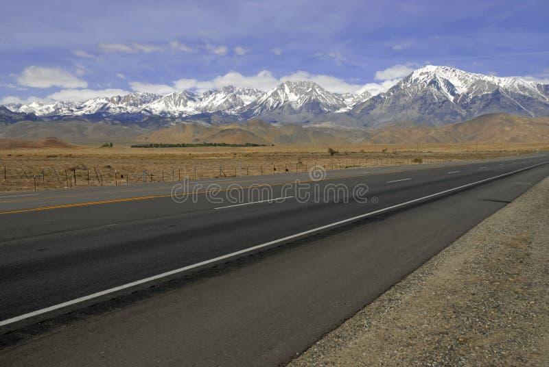 Korkade berg för snö, toppig bergskedja Nevada Range, Kalifornien royaltyfri bild
