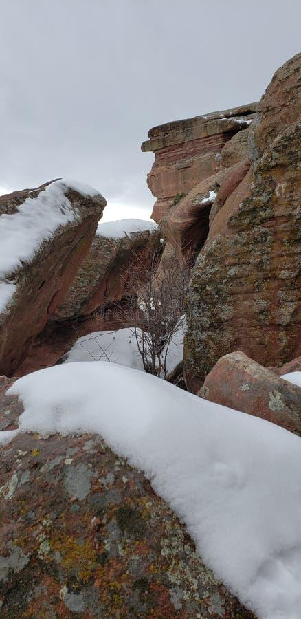Korkade stenblock för snö arkivfoton