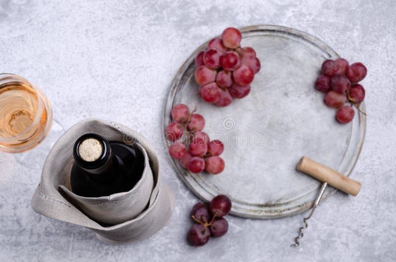 Korken in einer Flasche Wein lizenzfreie stockbilder