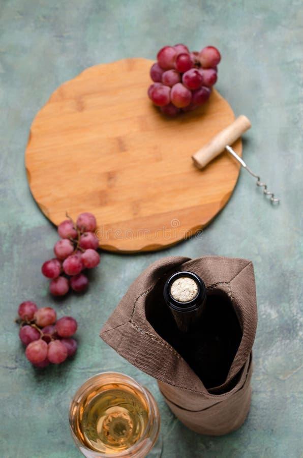 Korken in einer Flasche Wein lizenzfreies stockbild