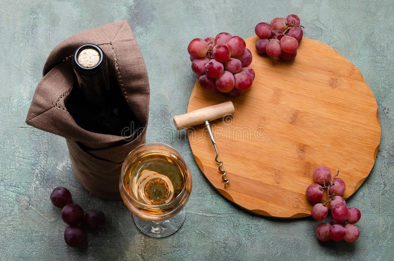 Korken in einer Flasche Wein lizenzfreies stockfoto