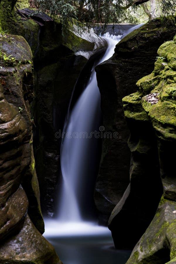 Korkenzieher-Fälle - Boch-Höhlen-Zustands-Landschaftsschutzgebiet, Ohio lizenzfreies stockfoto