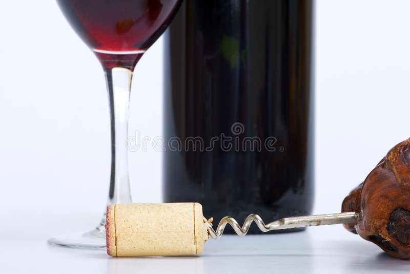 korkociąg szklanej butelki bliżej czerwonego wina w górę fotografia royalty free