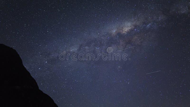 Korn eller för galaxstjärnor för oväsen milkyway sikt för kosmosbakgrund arkivfoton