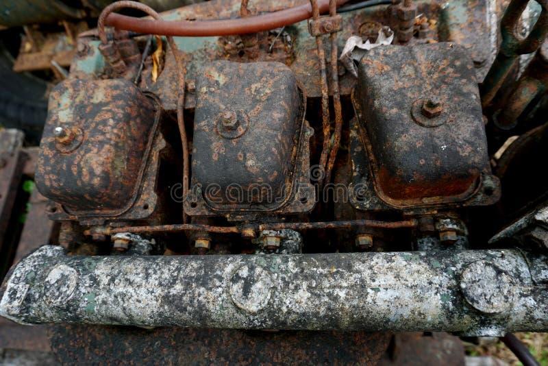 Kornbild: Stäng sig upp av den gamla maskinfabriken som göras av stål och används i den förgångna brutna och lantliga maskinen so royaltyfri fotografi