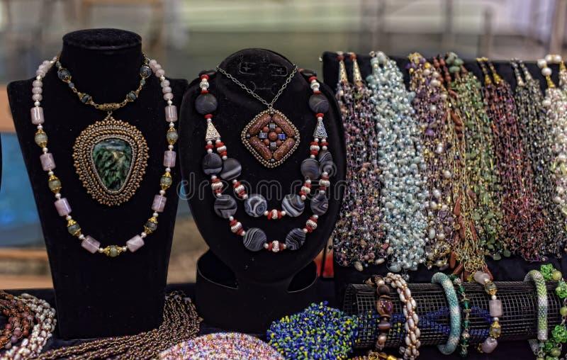 Korne und Halsketten lizenzfreie stockfotos