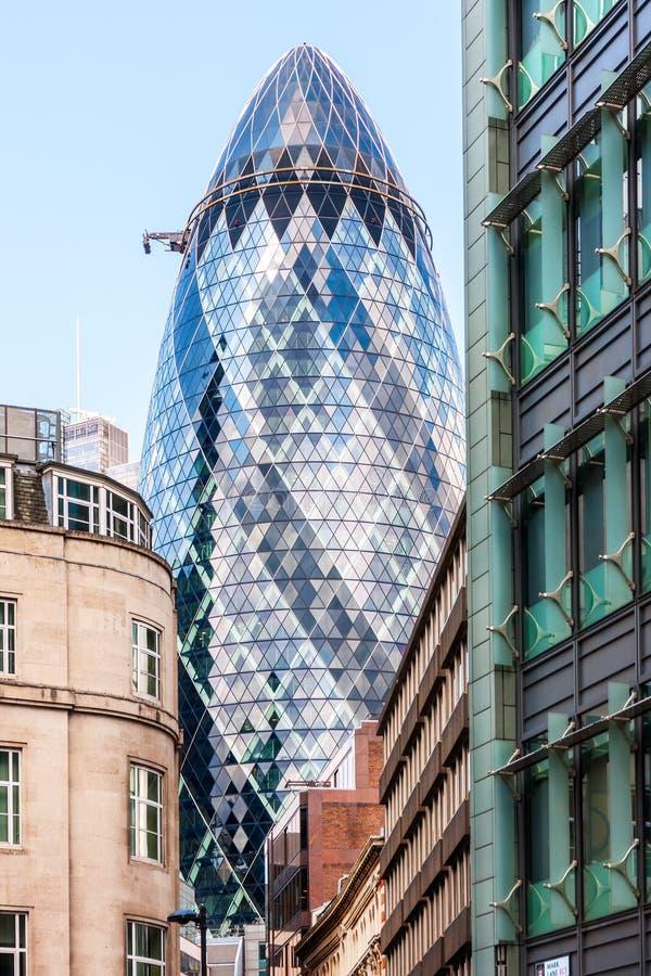 Korniszonu wierza w mieście Londyn fotografia stock