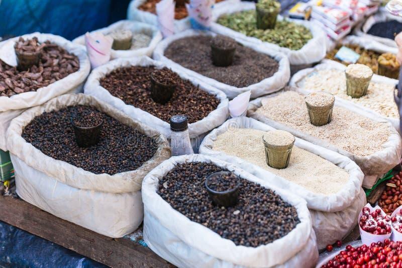 Kornmuttersädesslag och grönsak på den lokala marknaden för gata i Darjeeling india arkivfoton