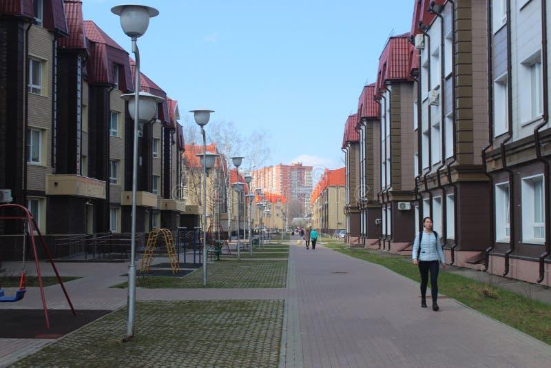Korolev miasto Valentinovka Dzień w Residental kompleksie zdjęcia stock