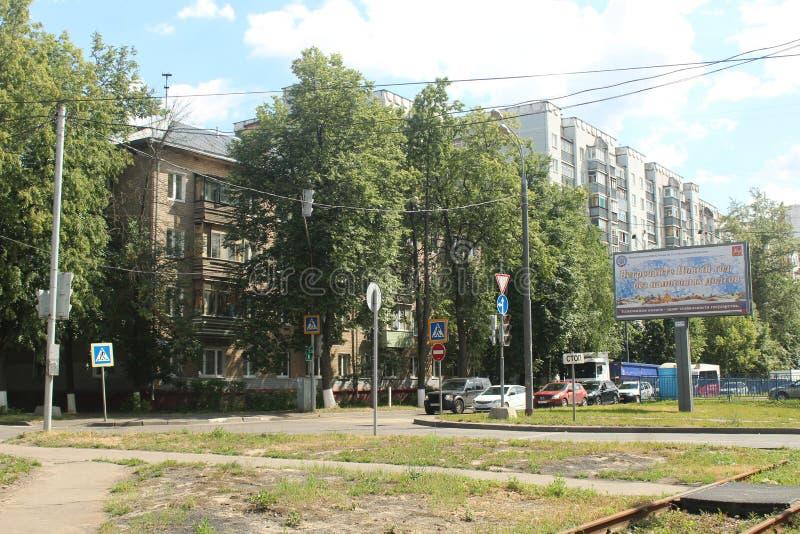 Korolyov går Kostino område Kommunalnaya gata royaltyfri foto