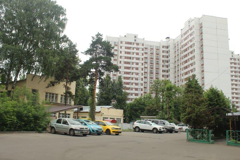 Korolyov går Kostino område Makarenko gata Barnmitt arkivfoto