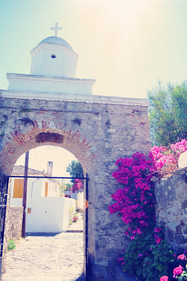 Koroni, Ελλάδα, πύλες με έναν σταυρό στον ήλιο στοκ φωτογραφία με δικαίωμα ελεύθερης χρήσης