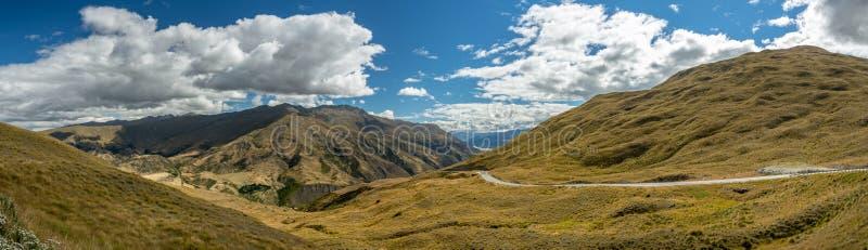 Korony pasma droga blisko do Queenstown w Nowa Zelandia obrazy royalty free