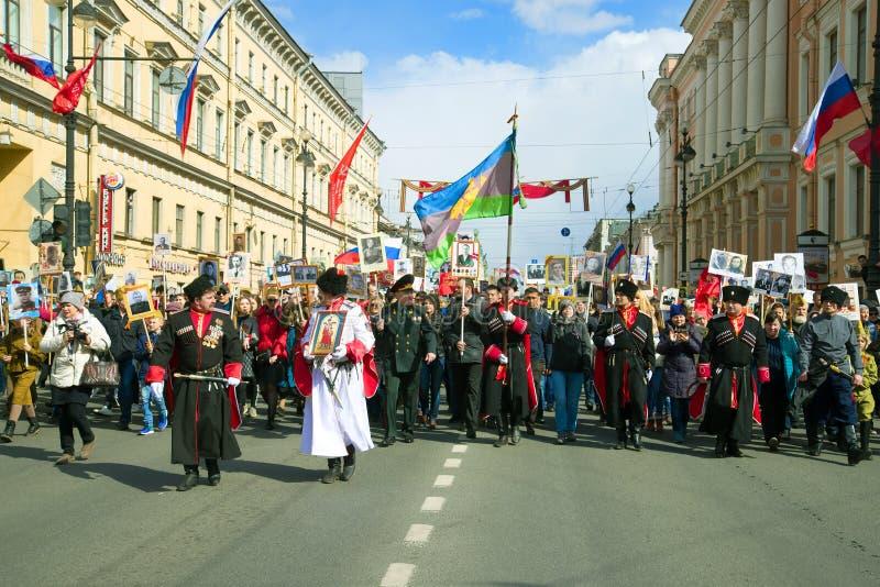 Korowodu ` pułku Nieśmiertelny ` na Nevsky Prospekt Zwycięstwo dzień w St Petersburg obrazy royalty free