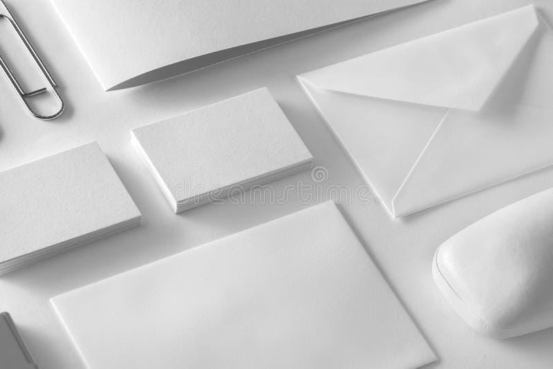 Korporacyjnego materiały ustalony mockup Prezentaci falcówka, koperty obraz stock