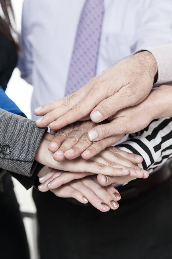 Korporacyjny biznes, sterta ręki, pojęcie jedność i praca zespołowa, zdjęcia royalty free