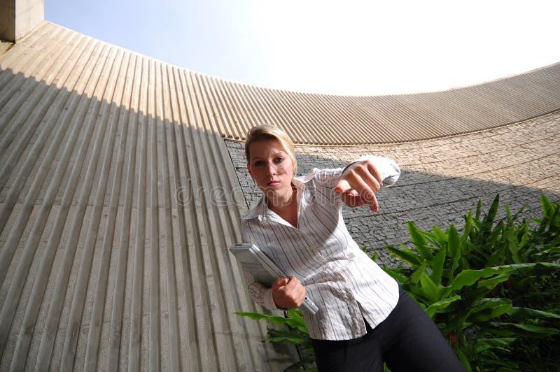Korporatives kaukasisches weibliches Leitprogramm stockfotografie