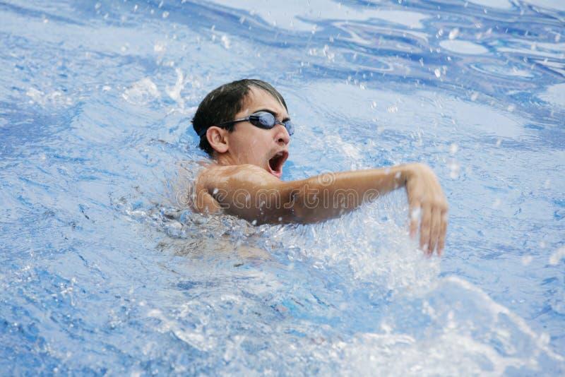 Korrekt handställing för simning royaltyfri fotografi