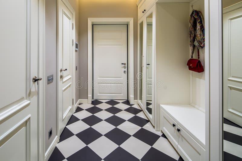 Korridor in der modernen Art stockbild