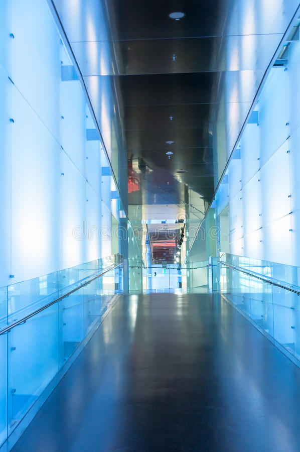Korridor des modernen Bürogebäudes lizenzfreie stockfotografie