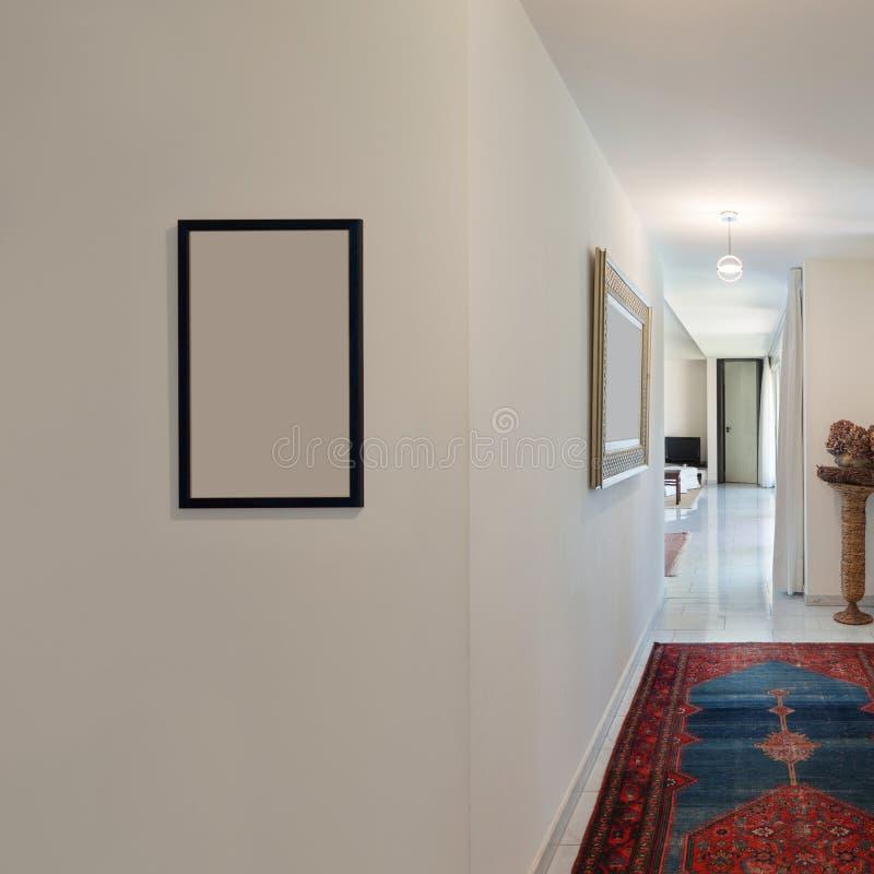Korridor eines modernen Hauses stockfoto