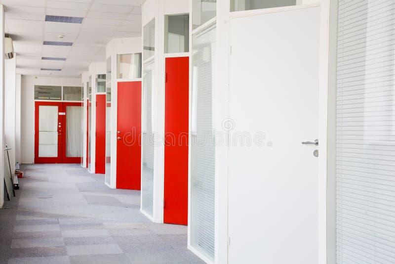 korridor för affärsmitt royaltyfria bilder