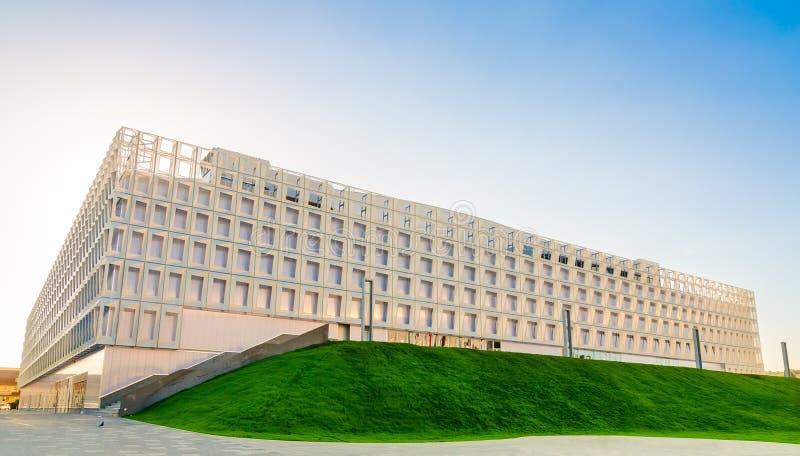 Korridor för Cluj Napoca märkessportar i Central Park i beträffande Transylvania royaltyfri bild