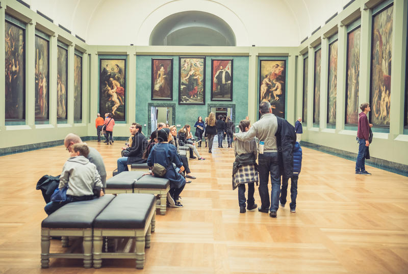 Korridor för Louvremuseummålningar fotografering för bildbyråer