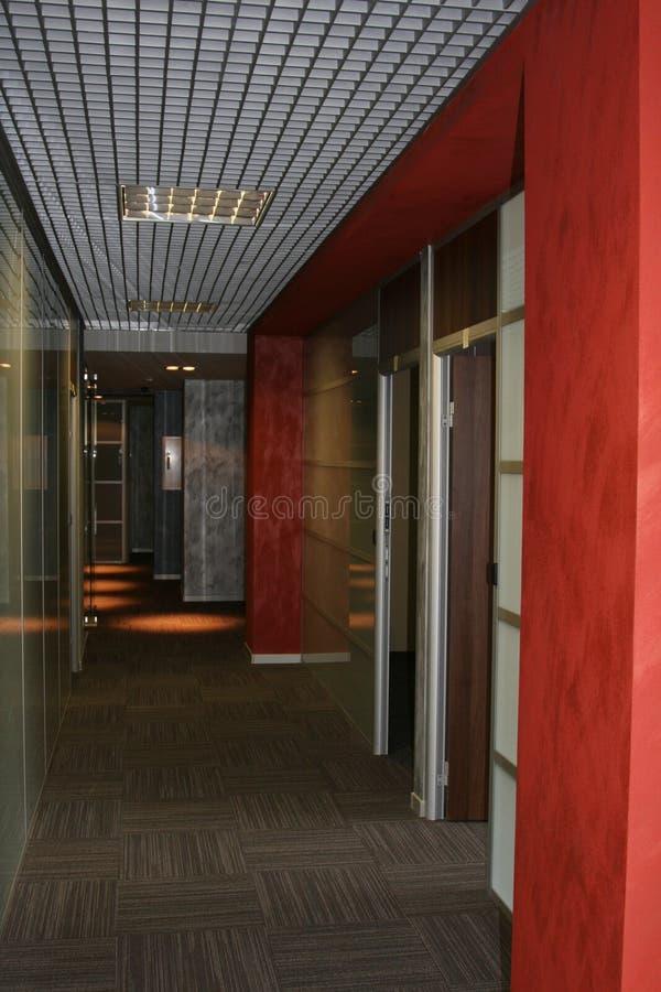 Korridor i kontoret perspektiv arkivbilder