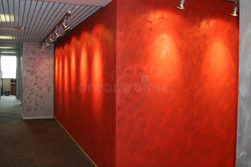 Korridor i kontoret perspektiv royaltyfri foto