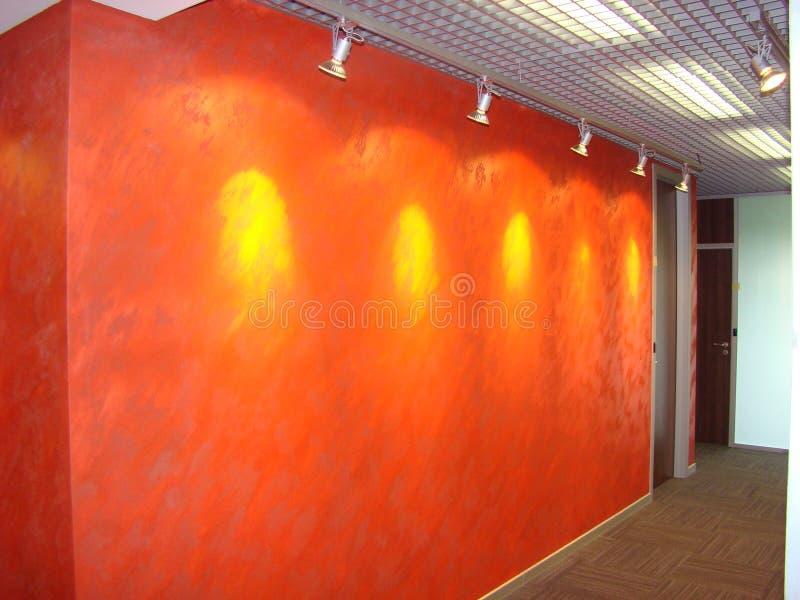 Korridor i kontoret perspektiv royaltyfria foton