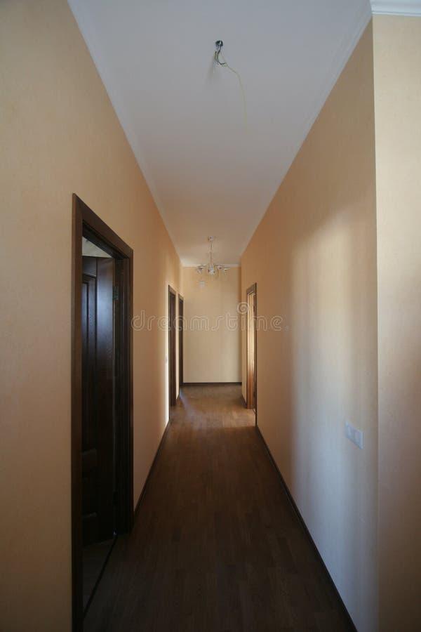 Korridor i kontoret perspektiv royaltyfria bilder