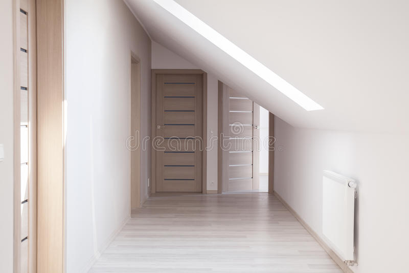 Korridor med beigea dörrar royaltyfri fotografi