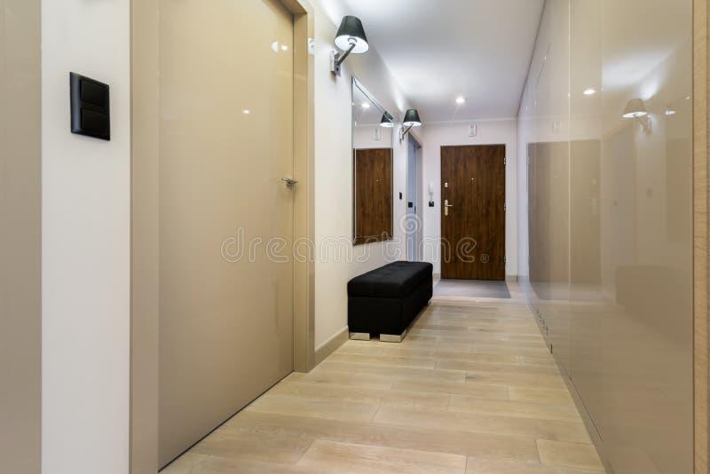 Korridor med trägolvet fotografering för bildbyråer