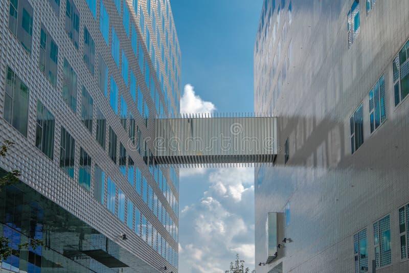 Korridor mellan 2 kontor royaltyfri fotografi