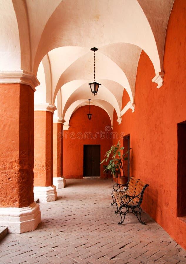 Korridoren i kloster av helgonet Catherine arkivfoton