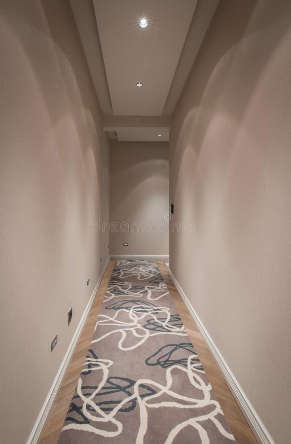 Korridorinre i modern lägenhet fotografering för bildbyråer