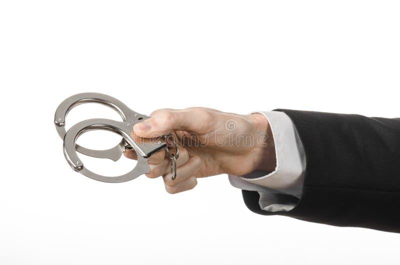 Korruption- och bestickningtema: affärsman i en svart dräkt med H arkivfoto