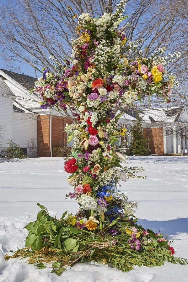 Kors av blommor arkivbild