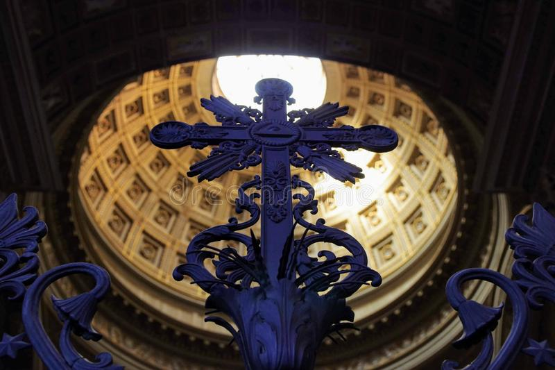 kors i basilikan av Lateran Roma Italy royaltyfri bild