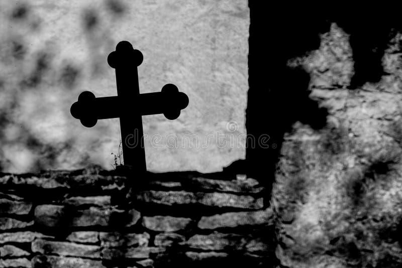 Korsa över murverket royaltyfria bilder