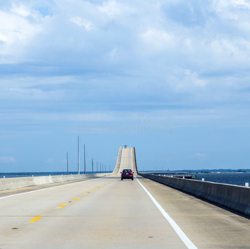 Korsa Dauphin Island Bridge royaltyfri bild